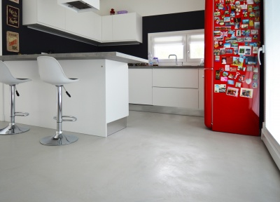 Microverlay® accompagna in modo naturale il passaggio tra i differenti ambienti in un nuova abitazione vicentina.