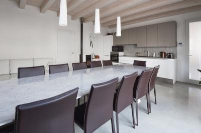 tavolo micro cemento resina resistente prezzo