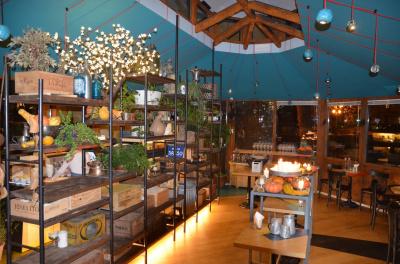 In Treviso, the Dazio Garden Bar has chosen Oxyrust for its interiors