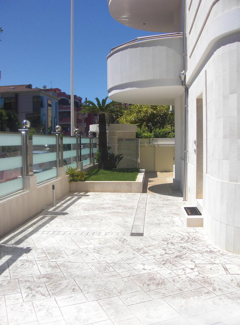 Pavimenti per terrazzi cool pavimento per terrazzi esterni con twin floor nesite il miglior - Piastrelle per terrazzi prezzi ...