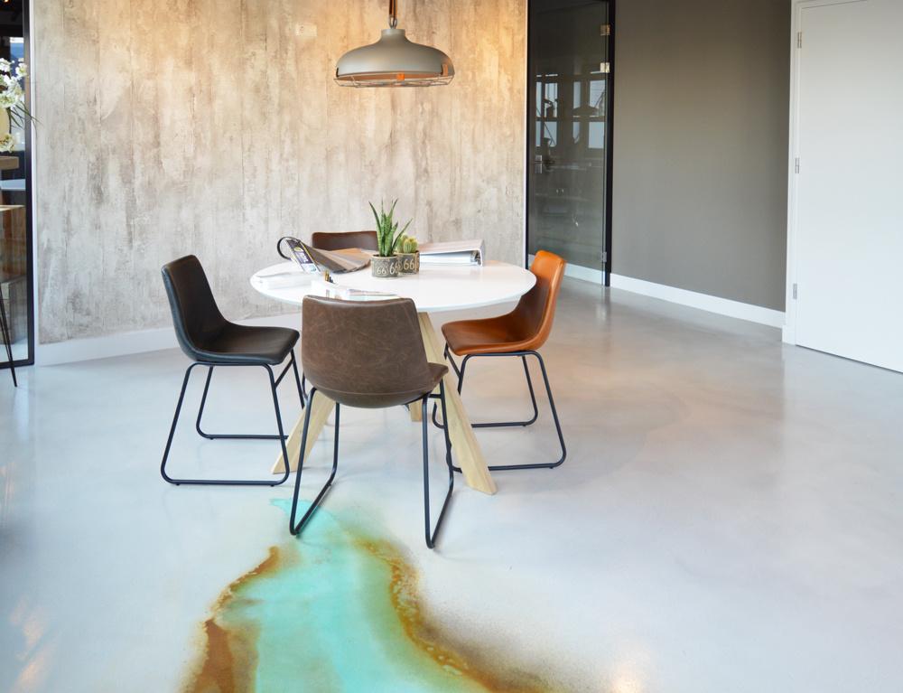 Pavimenti In Cemento Resina : Pavimento cemento resina acidificato e parete acciaio corten