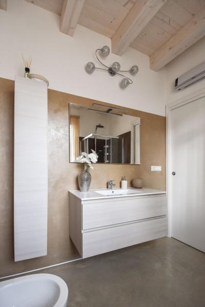 Rivestimento bagno moderno per pavimenti e rivestimenti for Rivestimenti bagni moderni